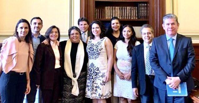 Grupo de Trabajo en Hemofilia con la Oficial Mayor de la Secretaria de Hacienda, maestra Raquel Buenrostro.